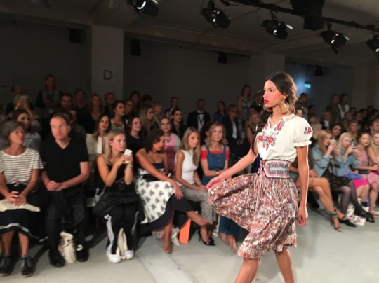 LENA HOSCHEK FASHION 2018