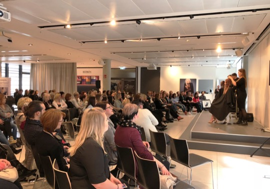 LOREAL ACADEMY DUESSELDORF D MACHTS GROUP SEMINARE