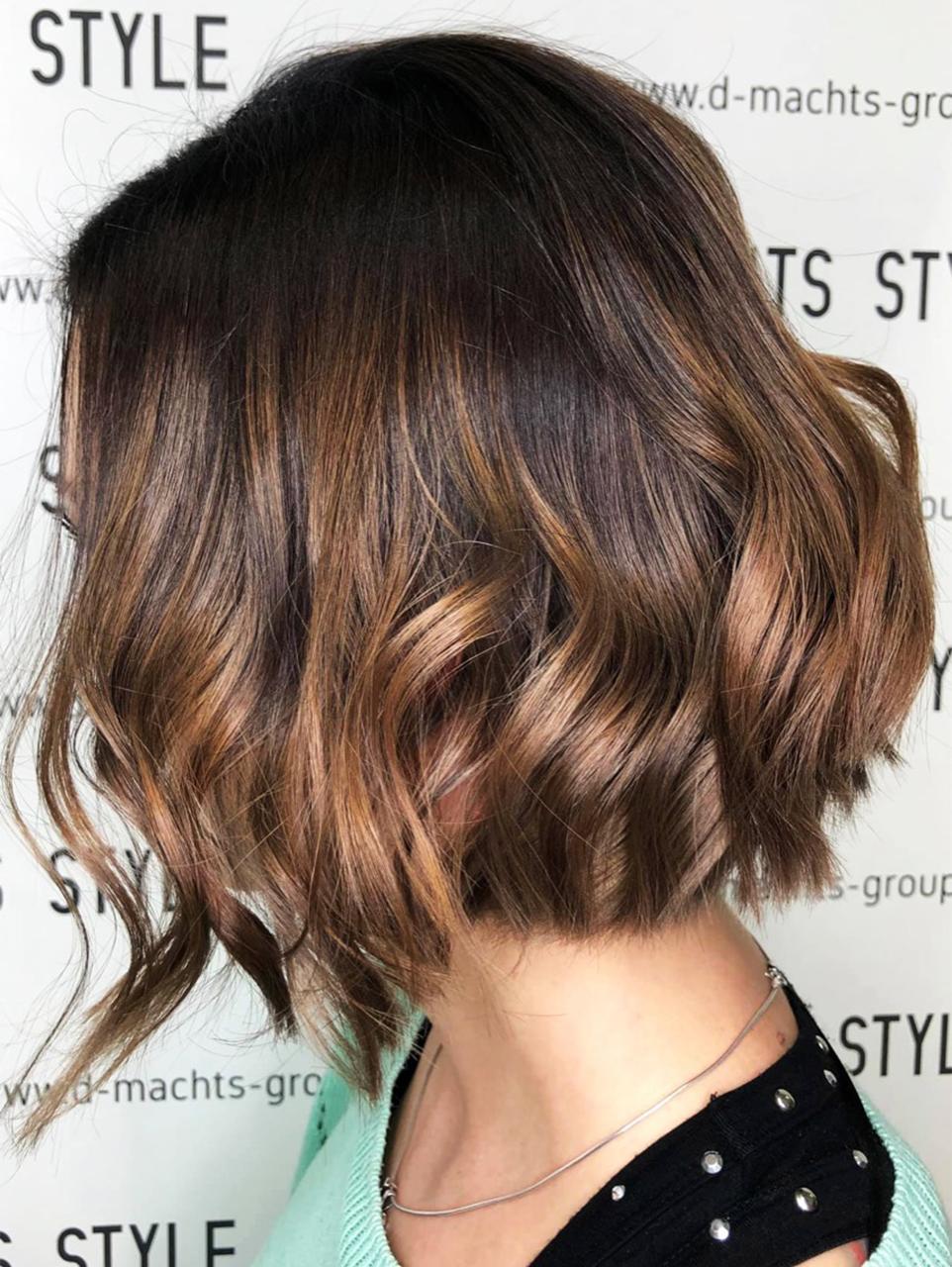 Frisuren Bilder 2021 - Haarfarben, Haarschnitte und Styling