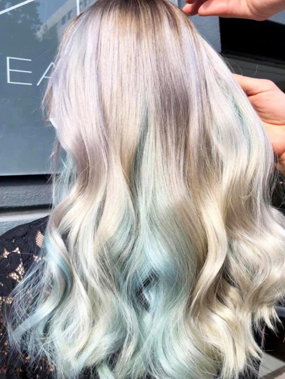 Ansatz mit graue haare dunklem Frisuren Wo