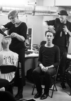HAIRDRESSER BACKSTAGE FASHION WEEK 2015